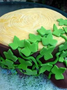 Tree trunk cake