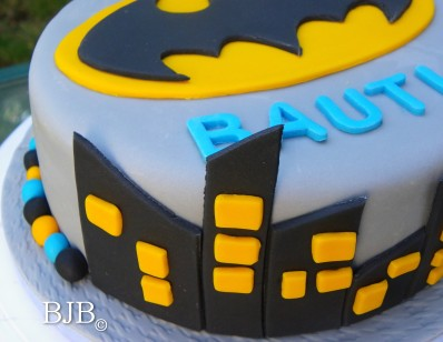 Batman cake detail